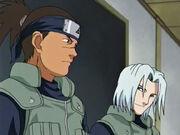 Mizuki e Iruka como maestros de academia de Naruto