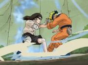 Neji golpea a Naruto con el Puño Suave