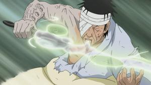 Elemento Viento Hoja del Vacío usando el jutsu en un kunai Anime