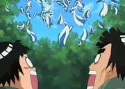 Los clones de Katsuyu cayendo encima de Mondai y Potcha