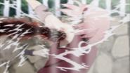 Clone de Naruto de Nove-Caudas soca Sakura
