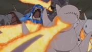 Naruto transforma las colas de Kurama en brazos de chakra