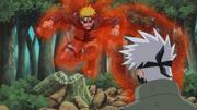 Naruto tomado pela Kyubi tenta atacar Kakashi