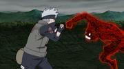 Yugito en su Versión Dos lucha con Kakashi