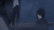 Sasuke discutindo com Orochimaru sobre os eventos