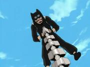 Kankurō alcanzado por la cola de la marioneta Hiruko