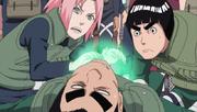 Guy en la Tercera División mientras es curado por Sakura