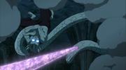 A flecha de Sasuke acerta a cobra de Kabuto