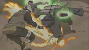 Kakashi y Guy rescatan a Naruto de Tobi