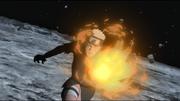 Naruto concentrando el Modo Chakra en su brazo