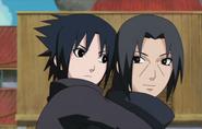 Itachi e Sasuke quando jovens