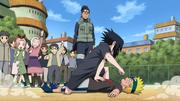 Naruto derrotado por Sasuke de niños en la Academia