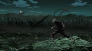 Hiruzen ataca a Obito con una Fūma Shuriken