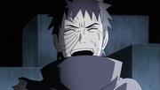 Obito se rie de las palabras de Kakashi