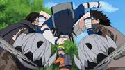 Sasuke Naruto'yu Kurtarır