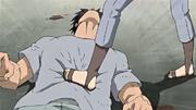 Takishi siendo aplastado por Suigetsu