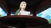 Tsunade lendo o livro de Jiraiya