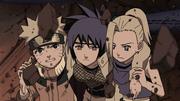 Ino, Naruto e Anko saindo da caverna