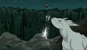 Kokuō golpea a Madara con la Cornada