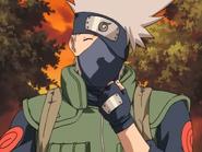 Kakashi mostra a máscara de baixo