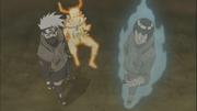 Kakashi et Gaï viennent en aide à Naruto