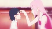 Sakura cutucando Sarada (Animé)