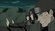 Os Hyuga defendem Naruto