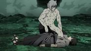 Kabuto salvando Sasuke