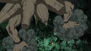 La Estatua es invocada y liberada de Obito por Madara