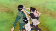 Neji, Lee y Tenten golpean a Guy
