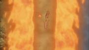 Killer B cortando el Elemento Fuego Jutsu Gran Bola de Fuego