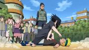 Naruto y Sasuke peleando en la Academia