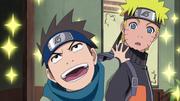 Konohamaru limpa o apartamento de Naruto