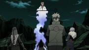Hagoromo aparece ante los Cuatro Hokages