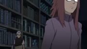 Karin observa Sasuke com Orochimaru