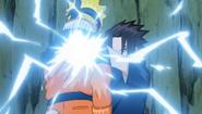Sasuke acerta Naruto