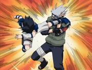 Sasuke comienza a atacar a Kakashi
