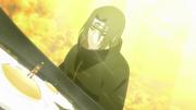 Itachi aparece na frente de Naruto e Sasuke