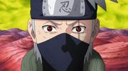 Un poder esperanzador revive, Kakashi con el Mangekyō Sharingan en ambos ojos