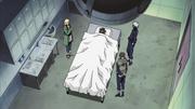 Tsunade, Kakashi e Yamato na autópsia do corpo de Kakuzu