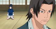 Sasuke siendo regañado por Fugaku