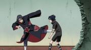Itachi chuta Sasuke