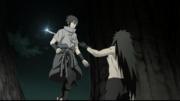 Madara atinge Sasuke (Anime)