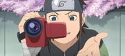 Konohamaru preparado para grabar nuevamente a Iruka