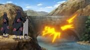 Itachi e Jūzō explodem a ponte