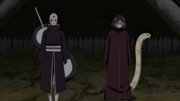 Kabuto e Tobi marcham para guerra