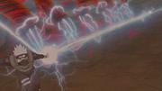 Kakashi corta os braços de chakra de Han