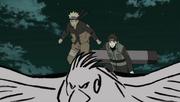 Sai lleva a Naruto hacia Madara