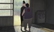 La madre de Chōji consolando a Shikamaru