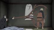 Yamato restringe Naruto